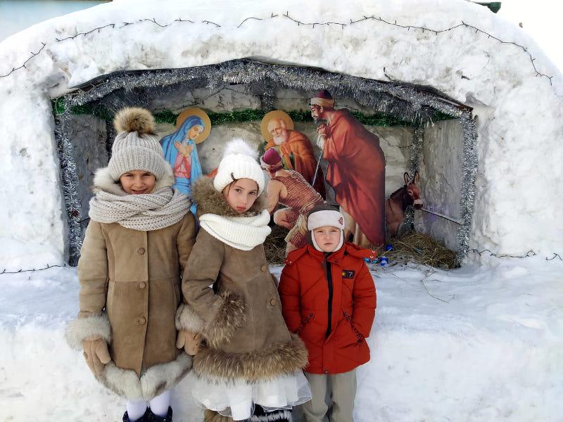 Маленькие христославы поздравили настоятеля с Рождеством Христовым